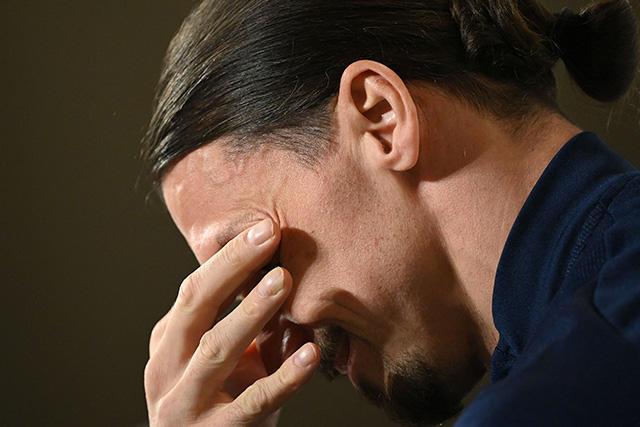 Zlatan Ibrahimovic llora en su conferencia de prensa con Suecia