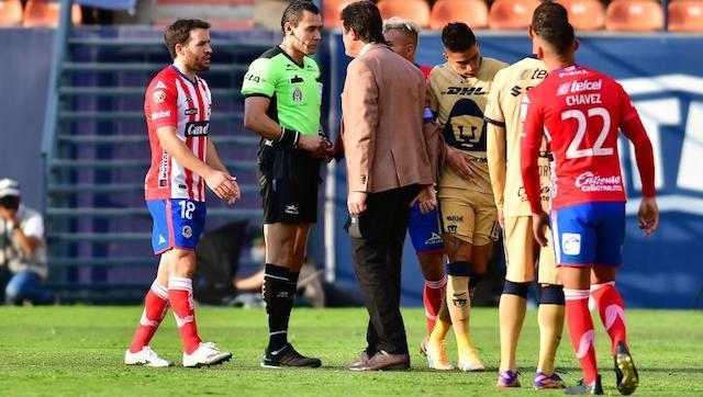 Jugadores reclaman al final del encuentro