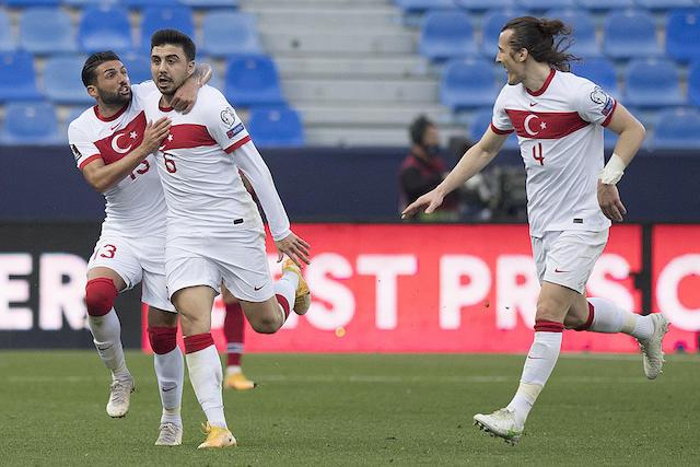 Turquía festeja uno de sus goles