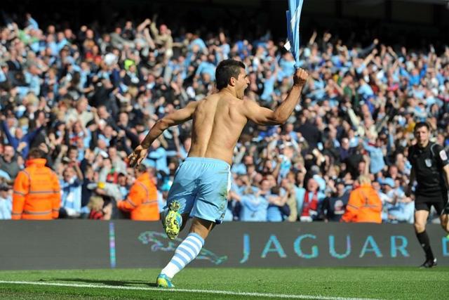 Sergio Agüero celebra el gol ante el Queens Park Rangers que le dio el primer título al Manchester City en 44 años