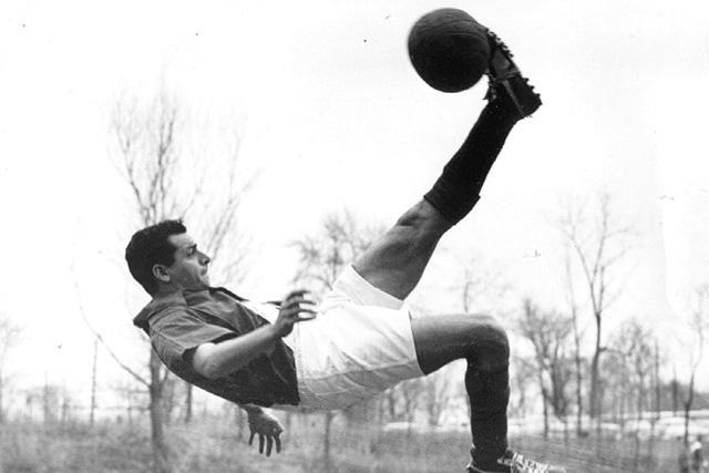 El jugador realizando una chilena