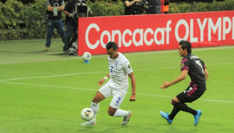 Capitán de Honduras sale entre lágrimas por fuerte lesión