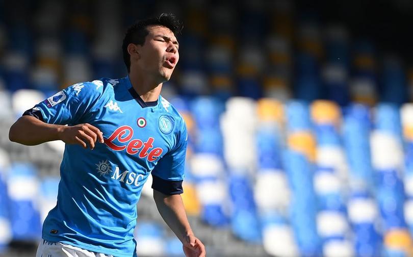 Chucky Lozano podría ser baja con Napoli por lesión