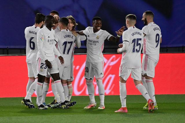 Los jugadores del Real Madrid festejan el segundo gol