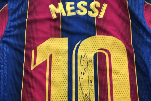 Lionel Messi donó jerseys autografiados a la farmaceútica de la vacuna Sinovac