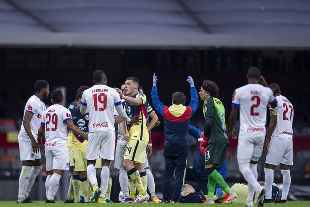 Olimpia se disculpa por la lesión de Chucho López pero denuncia que a su jugador también le pegaron
