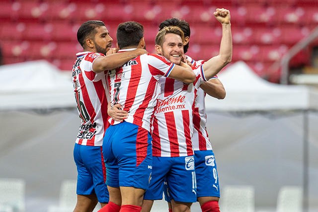 Chivas vence 2-0 a Xolos