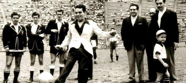 Mario Molina durante un partido del América