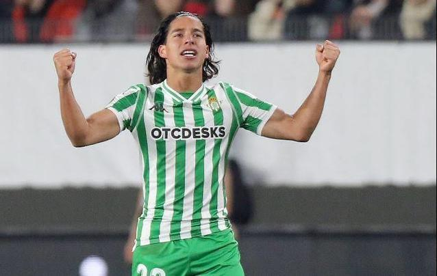Diego Lainez firma su temporada con más partidos en España