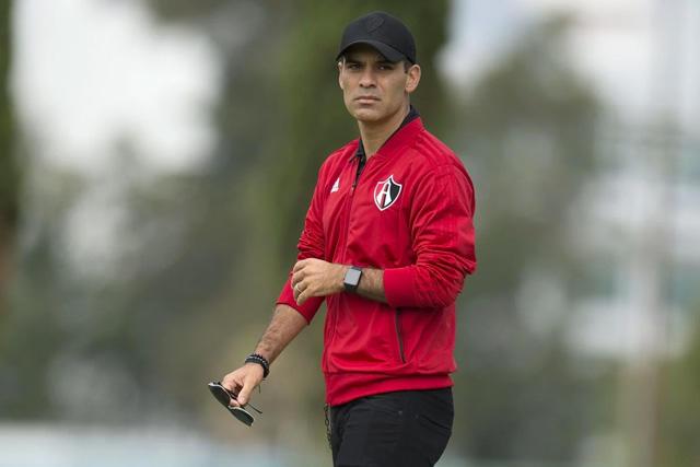 Rafael Márquez aceptó la oferta para dirigir en el Barcelona