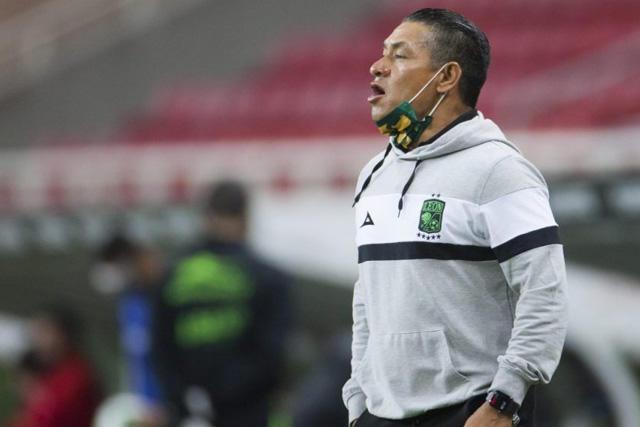Nacho Ambriz no seguirá más como técnico del León