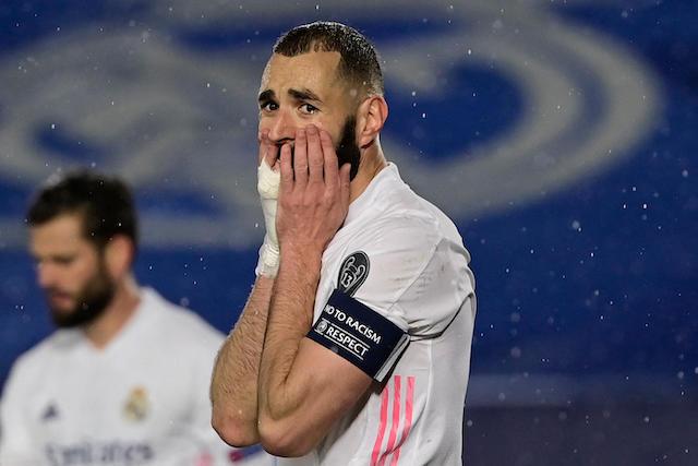 Benzema lamenta una jugada de gol