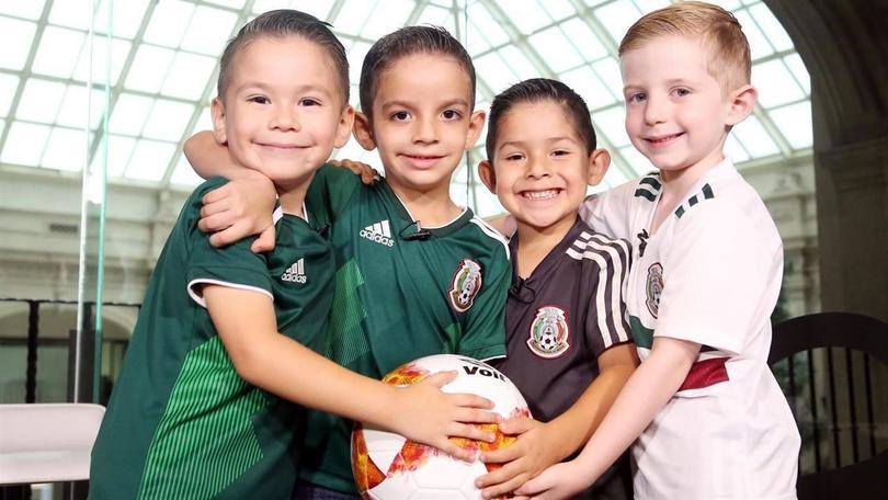 Los 4 niños que festejaron el gol de México