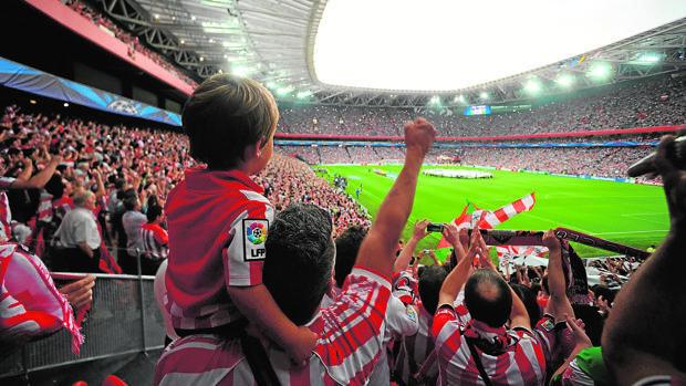 Niños en el estadio
