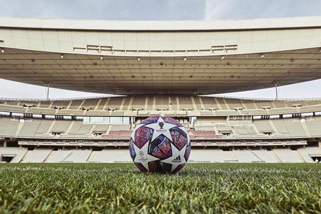 La UEFA mantiene el plan de jugar la final de la Champions en Estambul