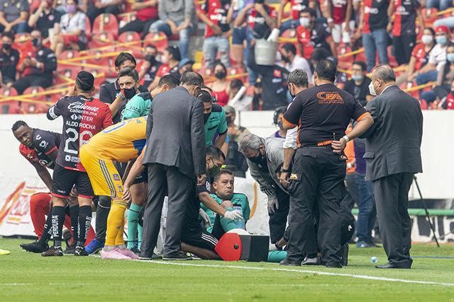Abanderado se lesiona en el Atlas vs Tigres