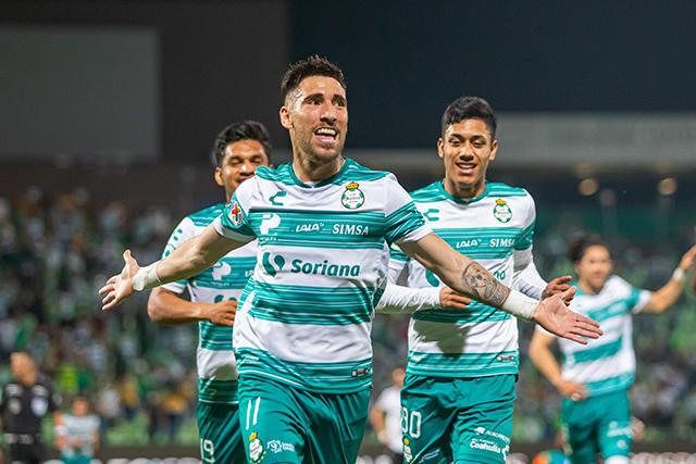 El golazo de Fernando Gorriarán que adelanta a Santos sobre Gallos