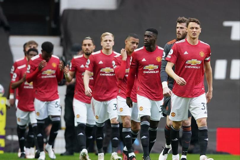 Derrota del United le da la Premier League al Manchester City