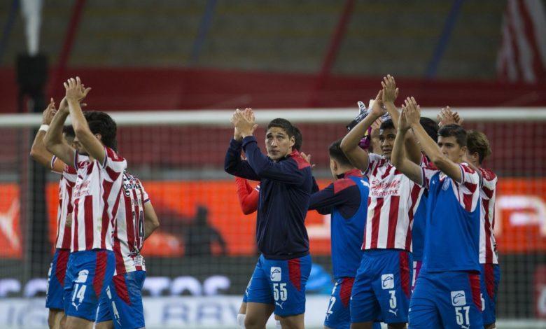 Hasta 10 futbolistas podrían salir de Chivas