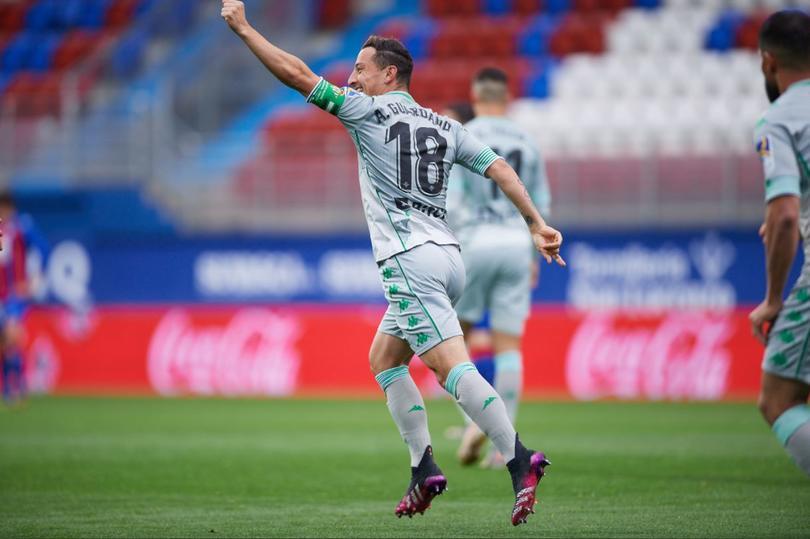 El golazo de Andrés Guardado a Diego Lainez ante Eibar