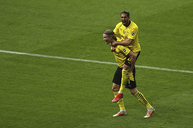 Dortmund se corona en la Pokal tras golear 4-1 al Leipzig