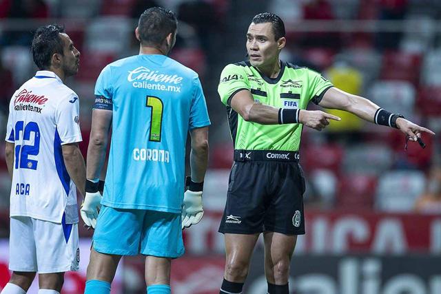 Cruz Azul presenta inconformidad por arbitraje de Marco Antonio Ortiz