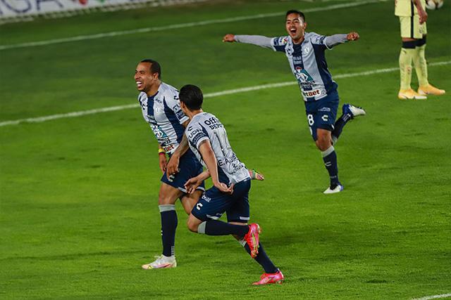 Felipe Pardo celebra su gol ante América