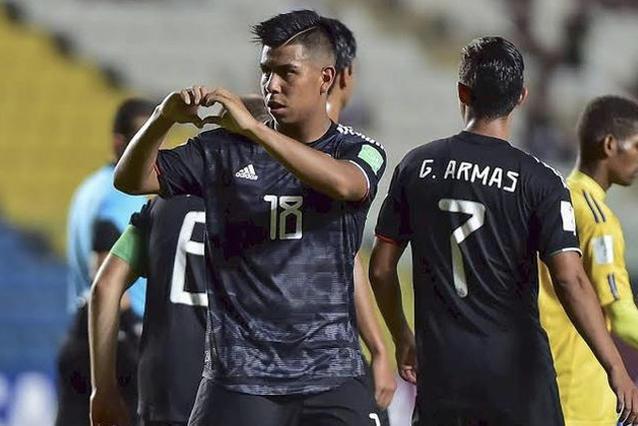 Chivas buscaría reforzar su mediocampo con Efraín Álvarez