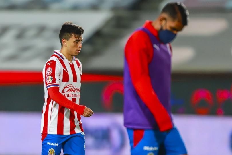Necaxa se llevaría dos jugadores de Chivas para saldar deuda