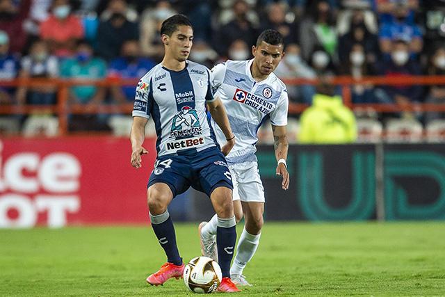 Pachuca y Cruz Azul empatan a cero en la ida de las semifinales
