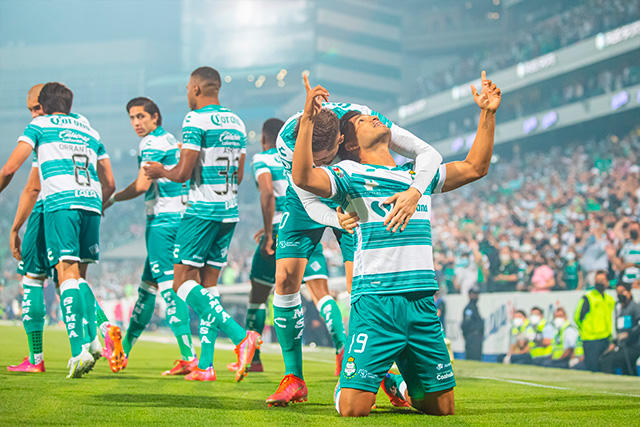 Santos vence 3-0 a Puebla en la ida de las semis
