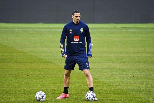 Zlatan Ibrahimovic deberá pagar multa a la UEFA
