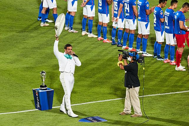 Pablo Montero en el protocolo de la final de la Liga MX