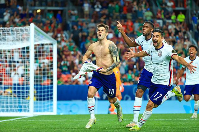 Pulisic celebra el gol del triunfo ante México