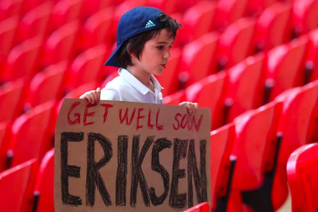 El mundo del fútbol sigue esperando noticias de Eriksen y deseándole una recuperación
