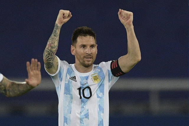 Lionel Messi celebra su gol ante Chile durante el debut de Argentina en la Copa América