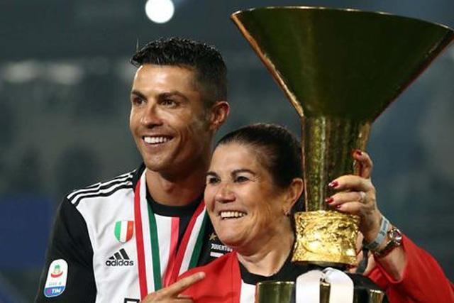 Cristiano Ronaldo jugará tres años más, afirma Dolores Aveiro