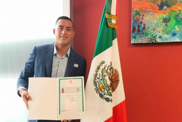 Rogelio Funes Mori recibió el lunes su carta de naturalización