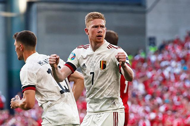 Bélgica le dio la vuelta a Dinamarca y consiguieron su pase a octavos