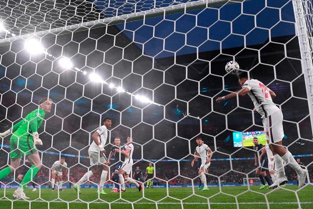 Reece James salva a Inglaterra del gol de Dykes