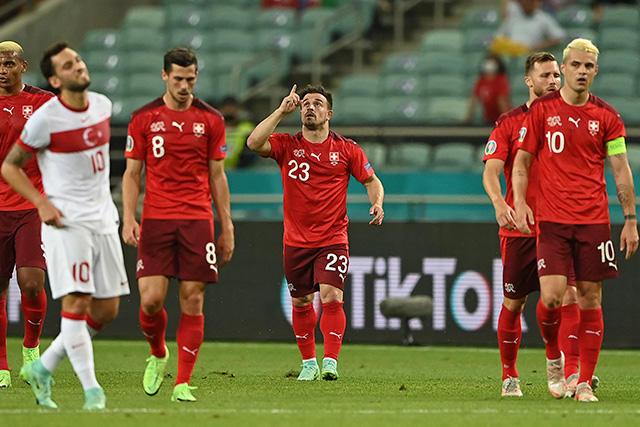 Xherdan Shaqiri anotó doblete y puso a soñar a Suiza con el segundo lugar del Grupo A