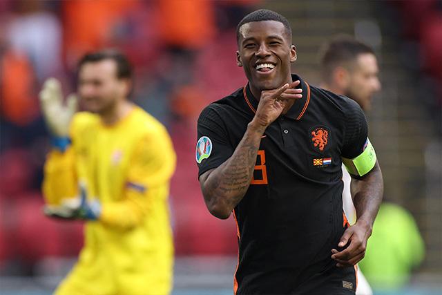 Georginio Wijnaldum marcó doblete en el triunfo de Países Bajos ante Macedonia del Norte