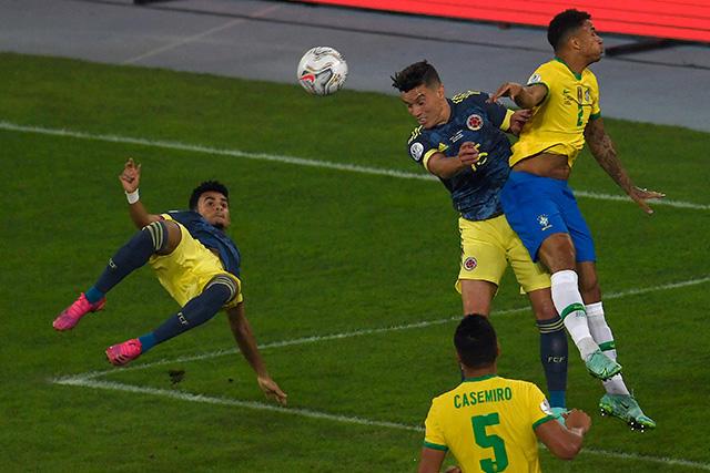Luis Díaz se avienta de chilena para adelantar a Colombia ante Brasil
