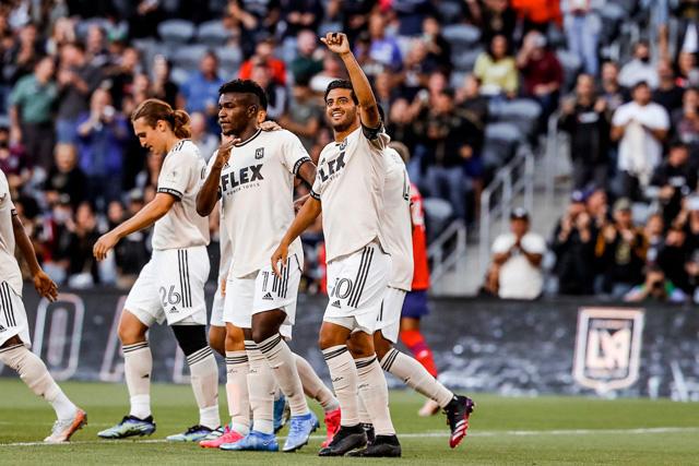 Carlos Vela celebra su primer gol de la temporada en la MLS