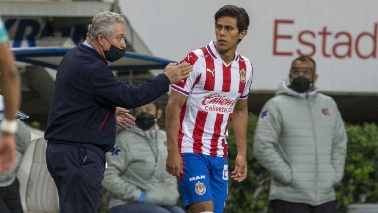 Antes de que se vaya a España, Chivas quiere legar a un acuerdo con Macías