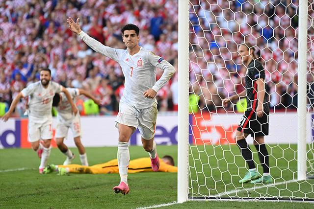 Morata anotó el primero de dos goles que evitaron la remontada de Croacia