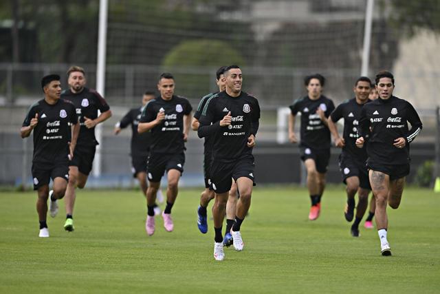Rogelio Funes Mori en un entrenamiento con la Selección Mexicana