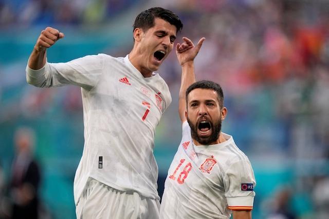 Jordi Alba celebra con Morata su gol ante Suiza