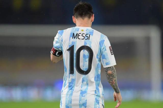 Messi sigue escribiendo su nombre en la historia del futbol