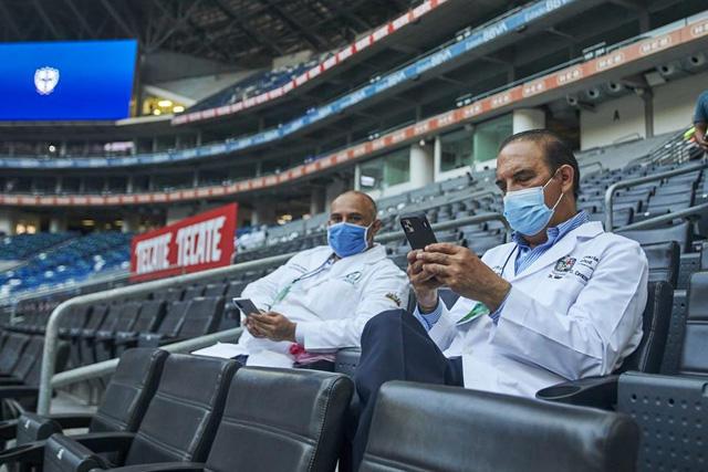 Rayados y Tigres jugarán con el 50% del aforo en sus estadios